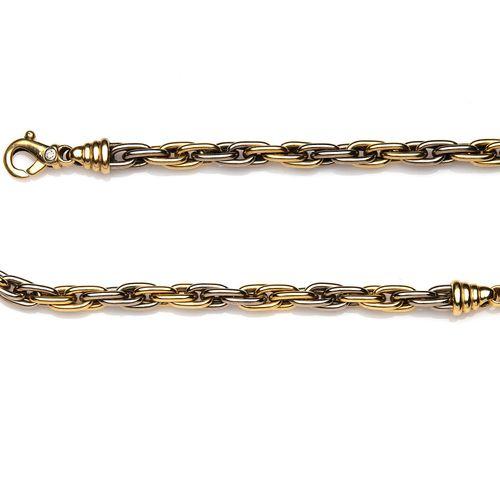 An 18k gold necklace and matching bracelet Un collier et un bracelet assortis en…