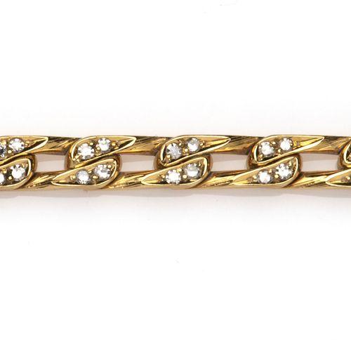 An 18k gold diamond bracelet Bracelet en or 18k serti de diamants, composé de ma…