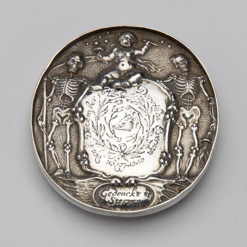 A rare Dutch silver memorial medal Une rare médaille commémorative néerlandaise …