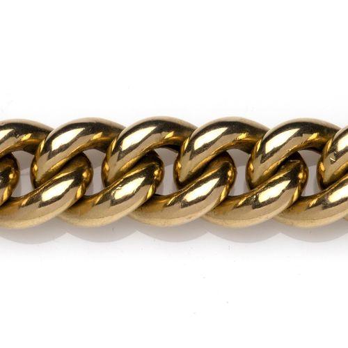 A gold bracelet Un bracelet en or, composé de maillons de chaîne, L. 21.0 cm. Po…