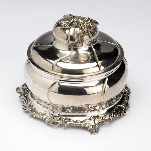 A Dutch silver tobacco jar, The Hague Un pot à tabac hollandais en argent, La Ha…