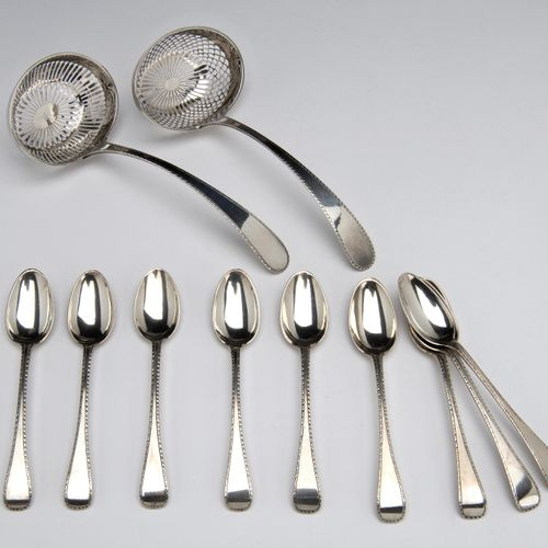 Two Dutch silver sugar sifters and nine matching teaspoons 两个荷兰银质筛子和九个配套的茶匙,普通的圆…