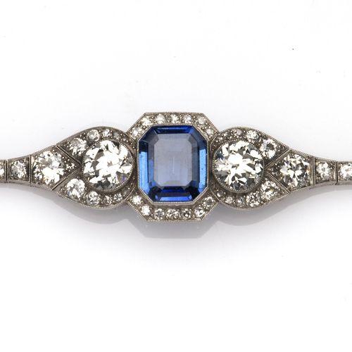 An Art Deco platinum and 14k gold sapphire and diamond bracelet Bracelet Art Déc…