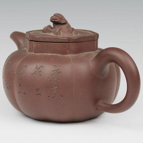 A pumpkin shape Yixing teapot Théière Yixing en forme de citrouille, 20e siècle,…