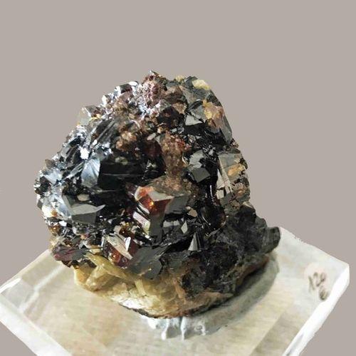 Blende brillante cristallisée (6,5 cm, soclée). Mine de La Mure, Isère