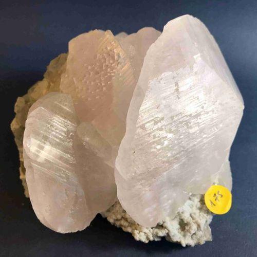 """Belle Calcite rose """"en larges assiettes empilées de 10 cm"""" (14 x 14 x 12 cm). Le…"""