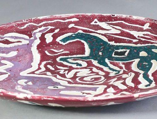 A.R. Penck, grande assiette, grande assiette en céramique. 1988. Céramique. Pein…