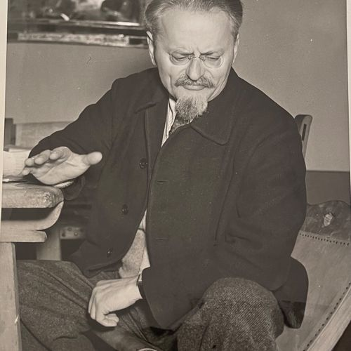 Photoreporter in Mexico (JKL JFM) Trotsky comments on the Moscow trials, Mexico,…