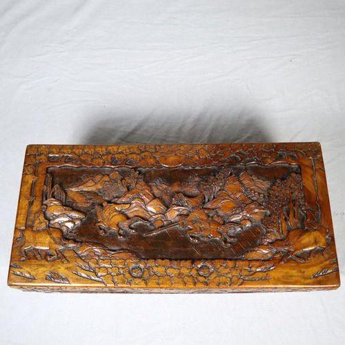 Kleine Truhe China, Sandelholz, rechteckige Form mit Scharnierdeckel, ringsum re…
