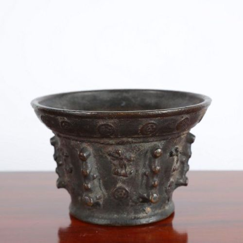 Bronze mortars with a brown patina, decorated with characters. XVIIth c. Ht: 13X…