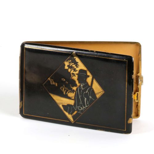 Cigarette case with hunter decoration, lacquer, missing. 8X12