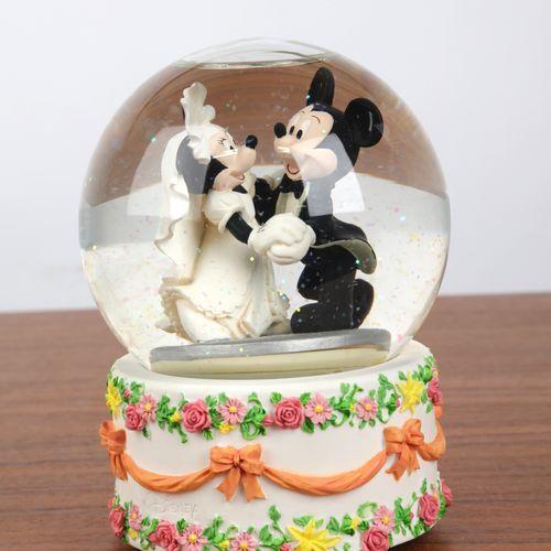 """""""Boule de Noël"""", et boite à musique à décor de """"Mickey et Minnie"""". 16x12 cm."""