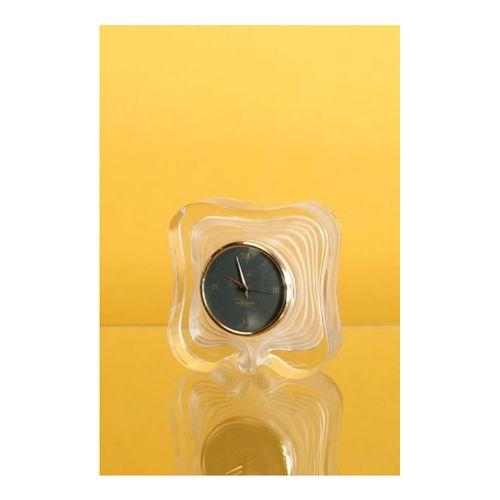 DAUM, trés élégante horloge réveil en cristal soufflé, cadran fond noir, signée,…