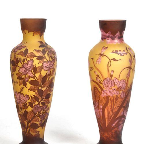 GALLE ( dans le gout de ),Importante paire de vases en verre soufflé et doublé, …