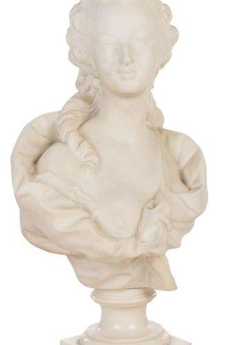 """GUGLIELMO PUGI FIESOLE (1850 1915) Buste de femme signé """"Pugi"""". Marbre 65 x 15,5…"""