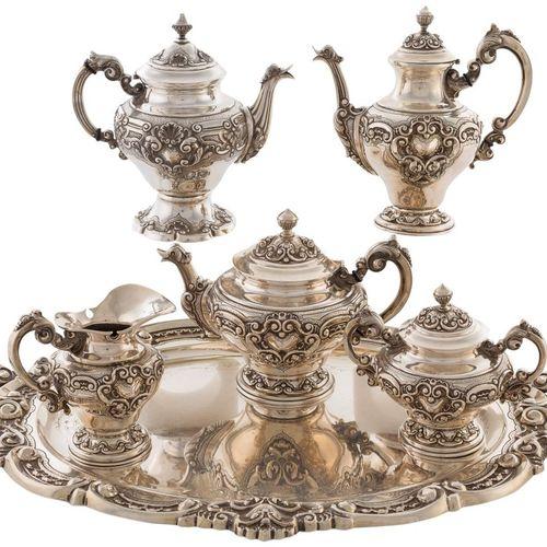 Set da caffè in argento portoghese punzonato e decorato in stile rococò con volu…