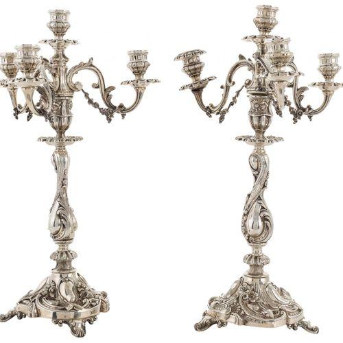 Coppia di candelieri a quattro luci stile Luigi XV in argento francese punzonato…