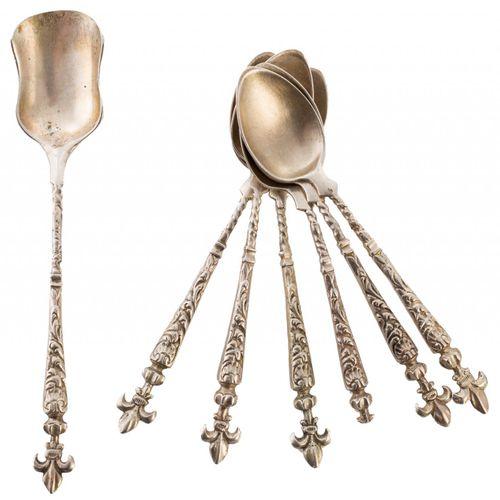 Lotto composto da sei cucchiai da caffè e uno per lo zucchero in argento punzona…