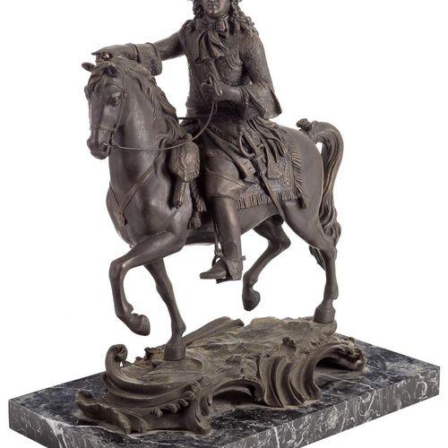 Scultura equestre di Luigi XIV in bronzo su una base di marmo nero. Francia, Fns…