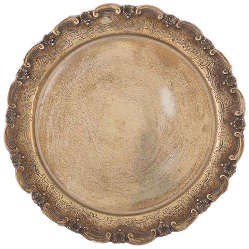 """Vassoio circolare in argento decorato con """"caes"""" e capesante. 30 x 30 cm Peso: 3…"""