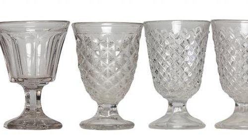 Set di nove bicchieri in vetro traslucido. Inizio del 20° secolo. S. XX. 16,5 al…