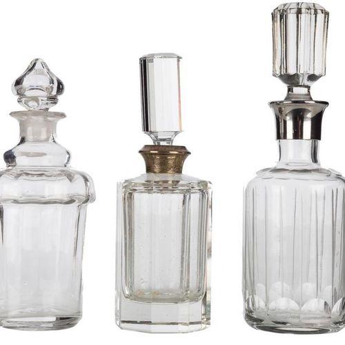 Lotto di tre profumatori in vetro. S. XX Altezza massima: 20 cm