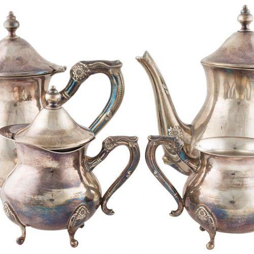 Set da caffè in argento punzonato composto da teiera, caffettiera, zuccheriera e…