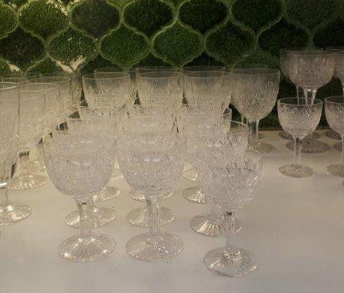BACCARAT Dom Pérignon et divers Crystal serving set, small and large flutes. Ple…
