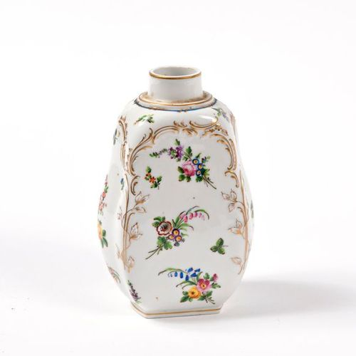 Lot of porcelain including : a bottle (without the cap), a small basket in Paris…
