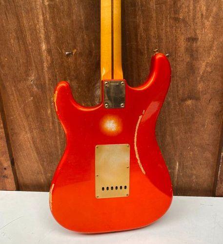 Guitare électrique solidbody de marque FENDER Custom shop modèle Stratocaster Re…