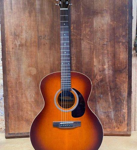 Guitare folk de marque Seagull modèle 28846 Entourage min jumbo rustic  made in …
