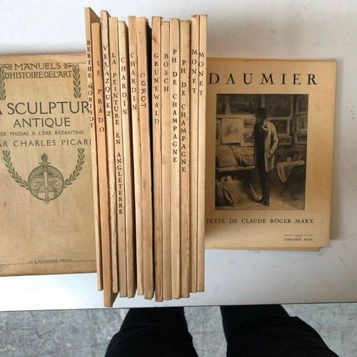 Manuals of the History of ART 16 volumes including  Ancient sculpture, The prado…