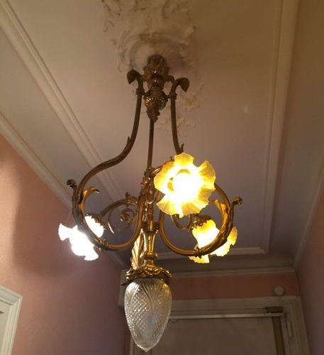 Bronze chandelier with 3 light arms  Circa 1900 Height 86cm