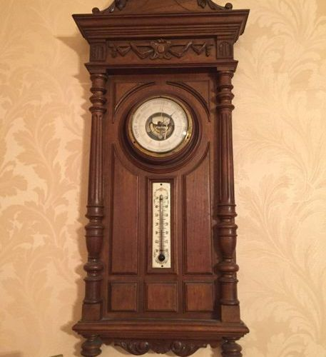 Batch comprising a barometer and a cuckoo clock