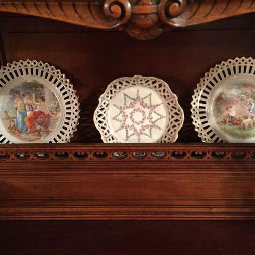 Batch including 3 decorative polychrome porcelain bowls with 2 damaged pourers a…