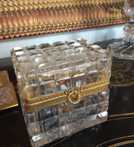 Lot composed of a Lyre clock and a cut glass box