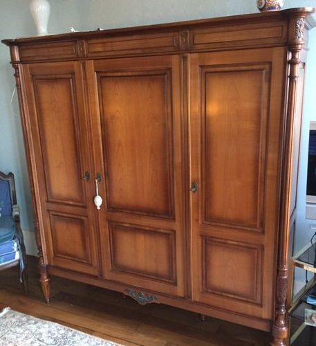 Natural wood cupboard opening by 3 doors in front of the house  190x168x54cm  A …