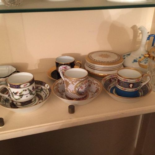 Batch including 5 cups and saucers in polychrome porcelain, sugar, carafe