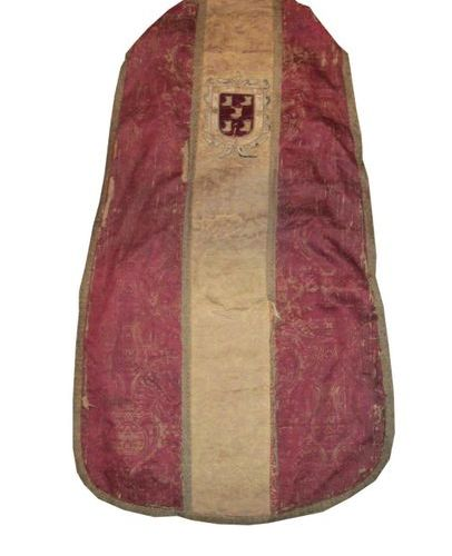 Chasuble in a lampas, Turkey or Persia, 16th century, red satin background, gree…