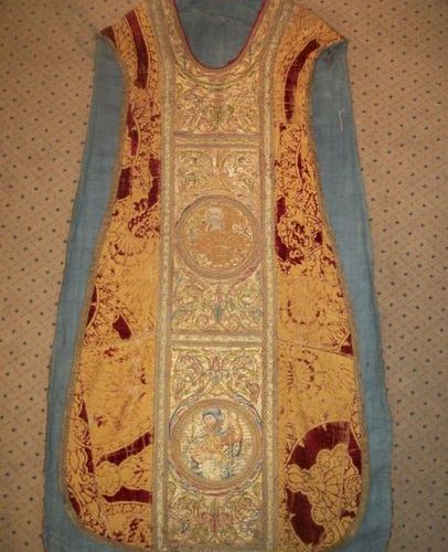Chasuble, XVIth century, in a gothic velvet, XVIth century, yellow gold woven ba…