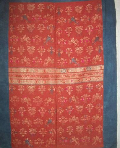 Bedspread Miao, China, Zhuang Gxi province, densely embroidered red background, …