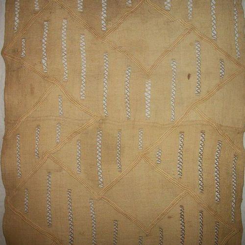 Tchak loincloth, Congo, ecru raffia, openwork, decorated with an additional diam…