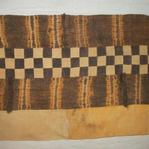 Tchak du Kasaï loincloth, Congo, strips of raffia, ecru, dyed with a ligature an…