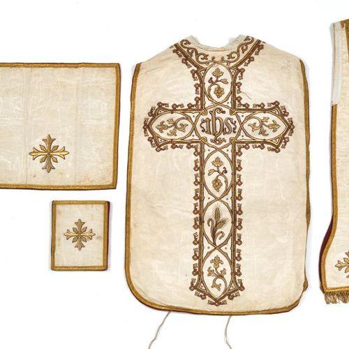 Liturgical ensemble (chasuble, stole, burse and veil), 19th century, white moire…