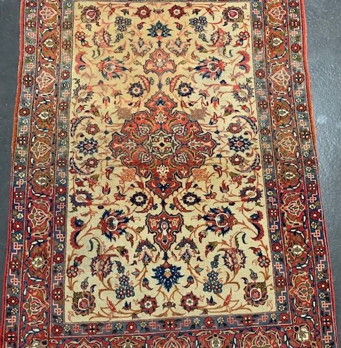 Fine and old Ispahan (Iran) around 1930.  Dimensions : 148 x 104 cm  Technical c…
