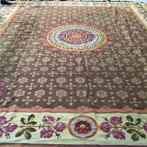 Important and exceptional Aubusson ( France ) carpet from the Restoration period…