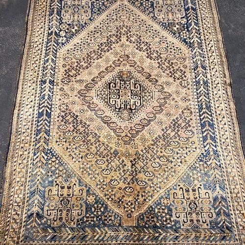 Old Quasgaï (Iran) early 20th century.  Dimensions : 252 x 153 cm  Technical cha…
