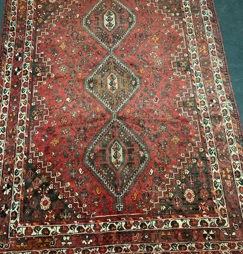 Large Shiraz Quasgai (Iran) mid 20th century.  Dimensions: 318 x 222 cm  Technic…