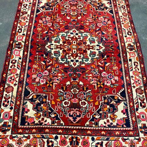 Large Nahavan carpet (Iran) circa 1975.  Dimensions : 248 x 154 cm  Technical ch…