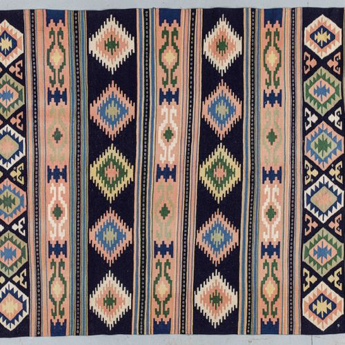 Original and large Quasgai Kilim (Iran) circa 1980.  Dimensions. 308 x 208 cm  T…